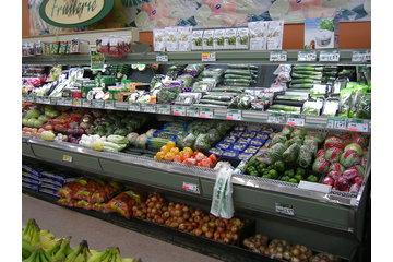 Epicerie Roland Pelletier et Fils Inc in Cap-Chat: comptoir fruits et légumes