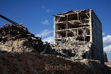 Les Constructions Gariepy Lebrun à Saint-Lin-Laurentides: Démolition de bâtiment