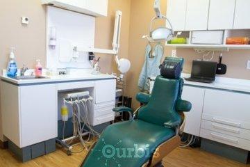 Clinique Dentaire Scott & Lam in Dollard-des-Ormeaux: dentist op