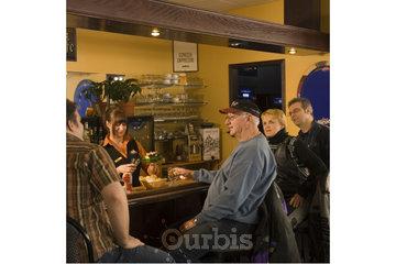 Chez Marineau - La Famille Hoteliere (Motel des 9) in La Tuque: Bar