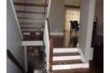 Plancher A Votre Goût in Longueuil: escalier et plancher avec teinture et peinture