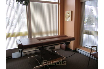 Chiropratique Labarre St-Bruno in Saint-Bruno-de-Montarville: Salle de traitement - Clinique Chiropratique Labarre-Chiropraticiens à Saint-Bruno-(450) 461-0361