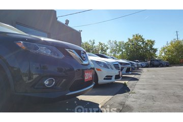Dupont Auto Centre in Toronto: Luxury used cars