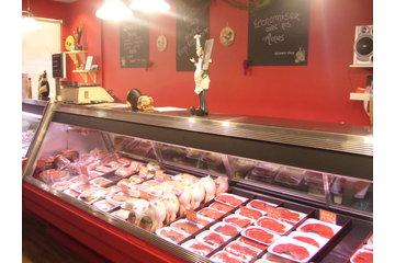 Viandes S G à Montréal: Vue des comptoirs de viande