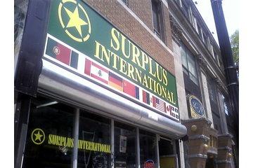 Surplus International NB à Montréal