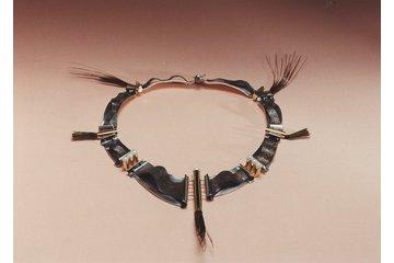 Bijoux Collection Vianna à Montréal: Collection Privée de l' EJAM  Collier plumes de paon vermeil 24ct perles blanches et patine