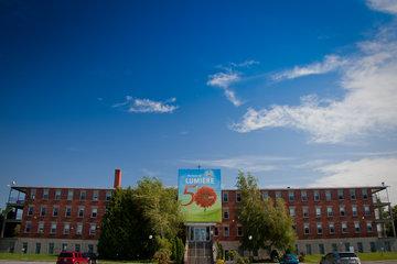 Collège St Jean Vianney à Montréal: Entrée principale de l'école secondaire de montréal