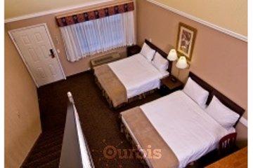 Kelowna Inn & Suites in Kelowna: 3 queen loft suite