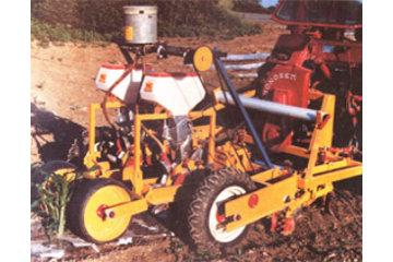 Dubois Agrinovation in Saint-Rémi: polyplanter seeder corn plastic mulch