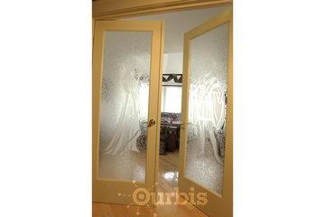 Verre Le Futur in Longueuil: Porte en verre, dessin fait en Glue Chip