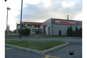 Station Esso à Brossard