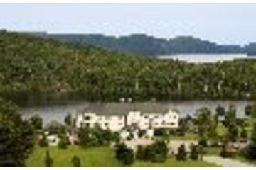 Auberge Lac à L'Eau Claire in Saint-Alexis-des-Monts: L'auberge Lac à l'eau Claire
