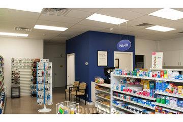 Harmony Valley Pharmacy in Oshawa: Harmony Valley Pharmacy Interior Front Left