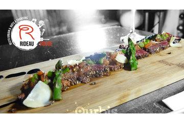 Rideau Rouge I Restaurant I Bar & Spectacles à Quebec