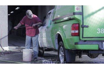 Prancing Horse Autobody & Paint à Victoria: Prancing Horse Autobody & Paint collision repair