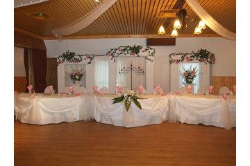 Chalet Du Ruisseau à Mirabel: Table d'honeur mariage en blanc