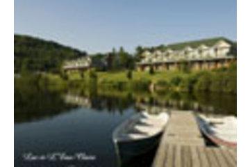 Auberge Lac à L'Eau Claire in Saint-Alexis-des-Monts: Pavillon et Lac Bienvenue