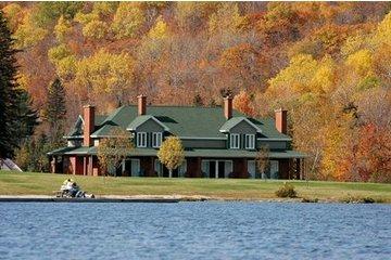 Auberge Lac à L'Eau Claire in Saint-Alexis-des-Monts: Condos en automne