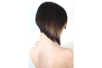 Alta Moda Hair à Vancouver: PRECISION HAIRCUTTING