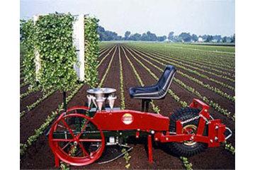 Dubois Agrinovation in Saint-Rémi: transplanter mechanical