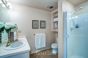 CUISINE ET CIE à St-Laurent: salle de bain