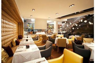 Restaurant Le Samuel in Saint-Jean-sur-Richelieu: Salle à manger avec foyer