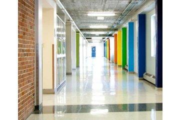 Collège St Jean Vianney à Montréal: Le couloir des sciences du CSJV