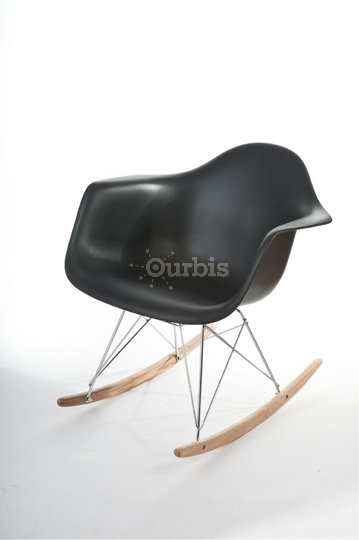Mako haus design store montr al qc ourbis for Chaises eames montreal