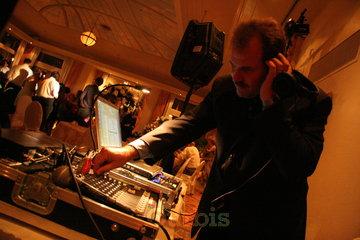 Elite Sound Waves à Kirkland: DJ at work