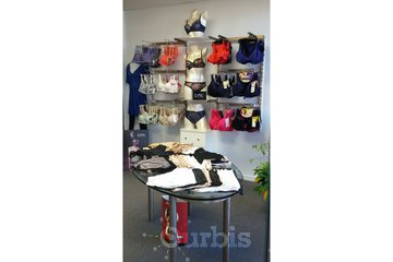 BÉA - Boutique de lingerie in Beloeil: BÉA - Boutique de lingerie (Beloeil, Rive-Sud) 450.339.3555 - www.bea-lingerie.ca
