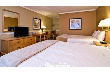 Kelowna Inn & Suites in Kelowna: 2 queen guest room