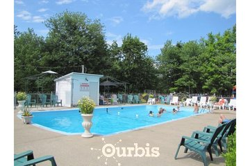 Camping Le Sous-Bois Du Campeur in Saint-Nicolas: Camping avec piscine