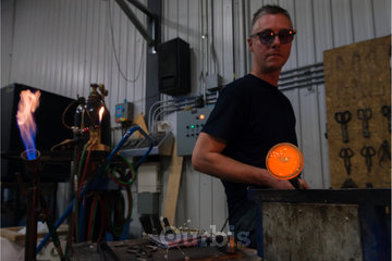 Atelier Welmo s.e.n.c. à Ste-Julie: Patrick Primeau souffleur de verre