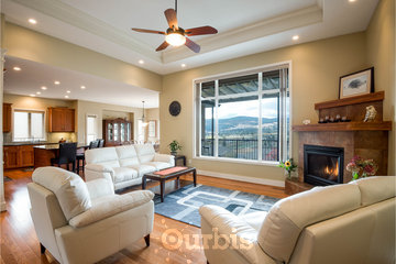Adela's Bed and Breakfast in West Kelowna: Come and enjoy the beautiful view of the Okanagan Valley and Mountains.