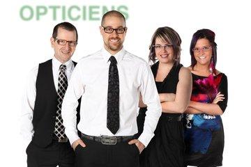 Centre Optique Bois-Francs in Victoriaville: Une équipe de 4 opticiens d'ordonnances à la clinique de Victoriaville.
