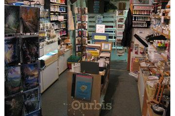 LA VIEILLE MAISON, ENCADREMENT in Repentigny: Pinceaux, cartes, chevalets, mediums, papiers