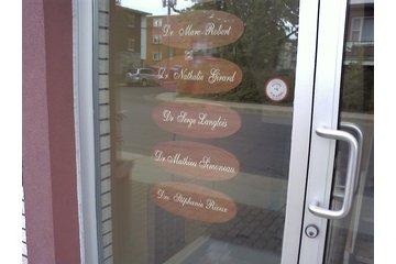 Clinique Dentaire Robert Girard et Simoneau in Longueuil: Porte d'entrée