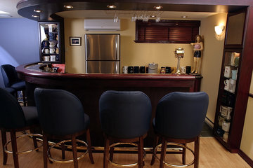 JENOMA High Quality Renovations in Montréal: curved bar in basement