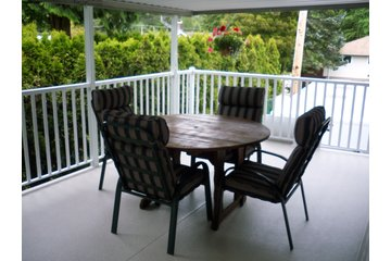 Horizon Vinyl Sundeck in Surrey: vinyl deck and railing