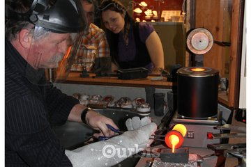 Bijouterie Le Forgeron d'Or à Sainte-Marie: démonstration de coulé