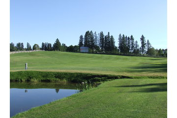 Club de Golf de St-Jean-de-Dieu Inc à Saint-Jean-de-Dieu: un petit lac