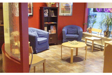 Centre Dentaire Dr Christian Bertrand à Montréal: Centre Dentaire Dr Christian Bertrand Waiting Room