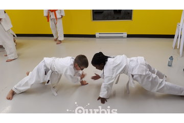 Ryu Karaté Shotokan à Chateauguay: Coordination avec le partenaire et travailler son agilité.