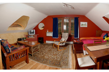 Mistiso's Place  Vacation Rentals in Nelson: Valhalla Guest Suite