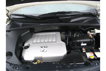 A and A Detailing in Lindsay: Engine of Lexus