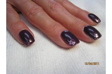 La Boîte à Ongle En Folie in Sainte-Adèle: ongles résine tissé avec vernis uv Shellac