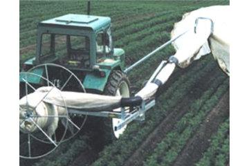 Dubois Agrinovation in Saint-Rémi: hiwer row cover machine