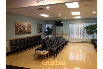 Clinique de Médecine Industrielle et Préventive du Québec in Montréal: Salle d'attente de la CMIPQ (côté gauche)
