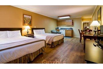 Kelowna Inn & Suites in Kelowna: 2 queen studio kitchen suite