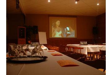 Animation Lumisonique à Saint-Vallier: salle de réunion avec équipement audio-visuel complet